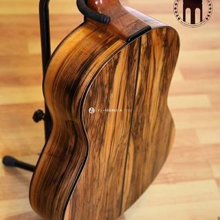 Heartwood walnut back and sides with special heel design for easier playing on frets 13 to 20