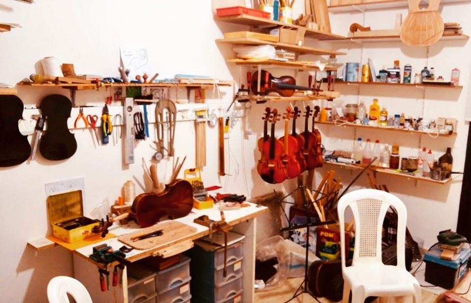At the master Luthier Robert Kfouri