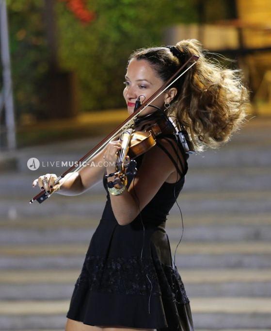lady violinist
