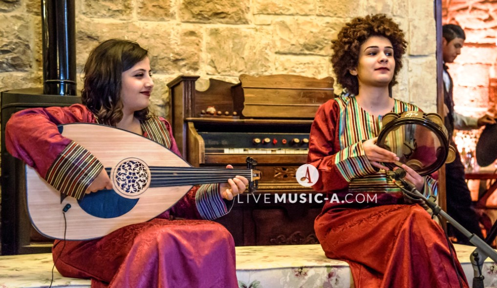 Oud & Riq - Ladies in the Traditional Aba