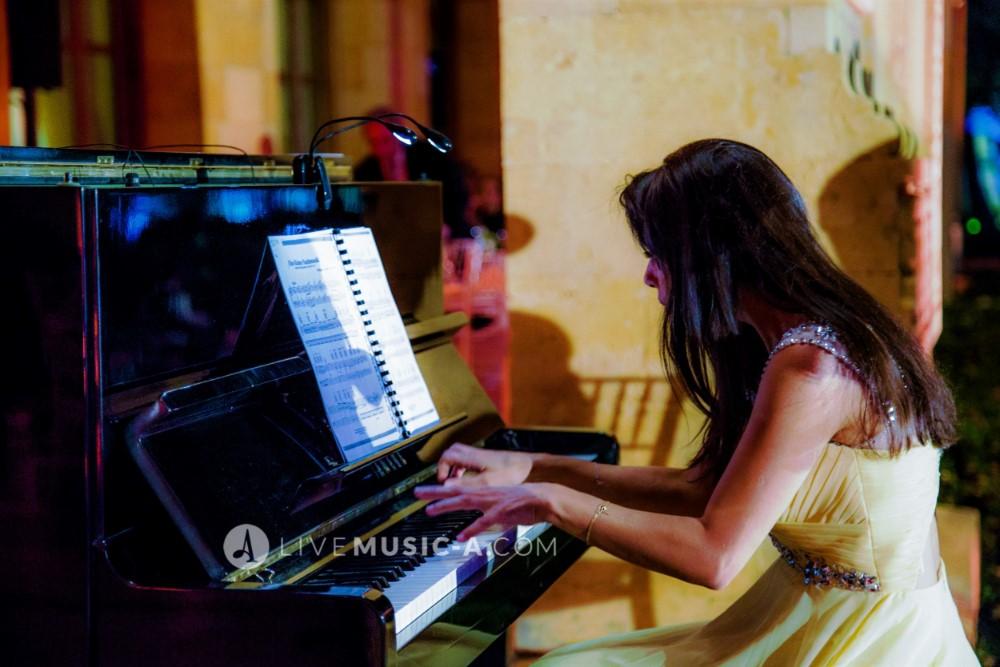 Suzanna on Piano