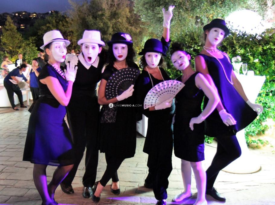 6 Female mimes