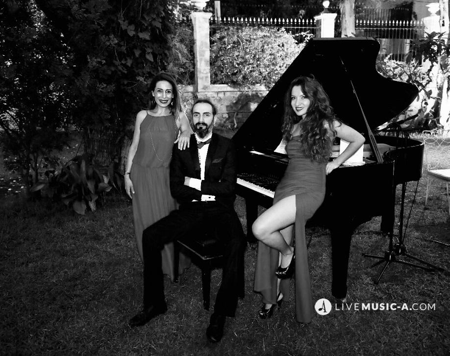 Trio vivace in Black and white